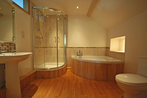4 bedroom barn conversion for sale in south brent devon for Barn conversion bathroom ideas